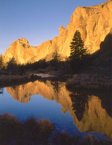Smith Rock Sunrise and Crooked River ©Howie Garber, Wanderlust Images.