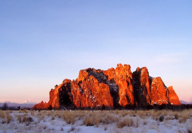 Smith Rock Group on winter morning.  © Elizabeth Ruff